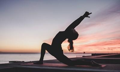 10個正念瑜珈動作練習,身心舒壓一起來!