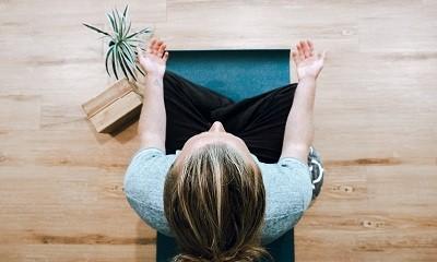 正念是什麼?和靜坐、冥想哪裡不同?要如何練習?